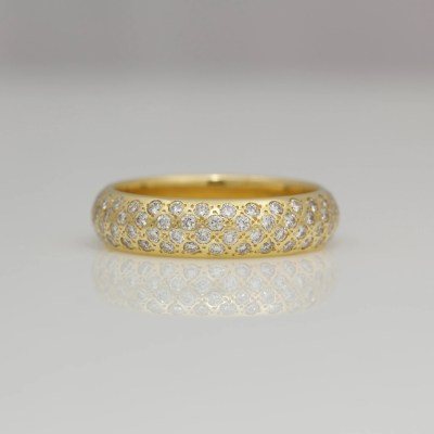 Diamonds pave set in 18ct yellow gold ring