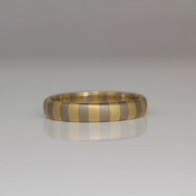 18ct gold striped ring