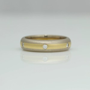 Diamonds flush set in 18ct gold center stripe ring 0711