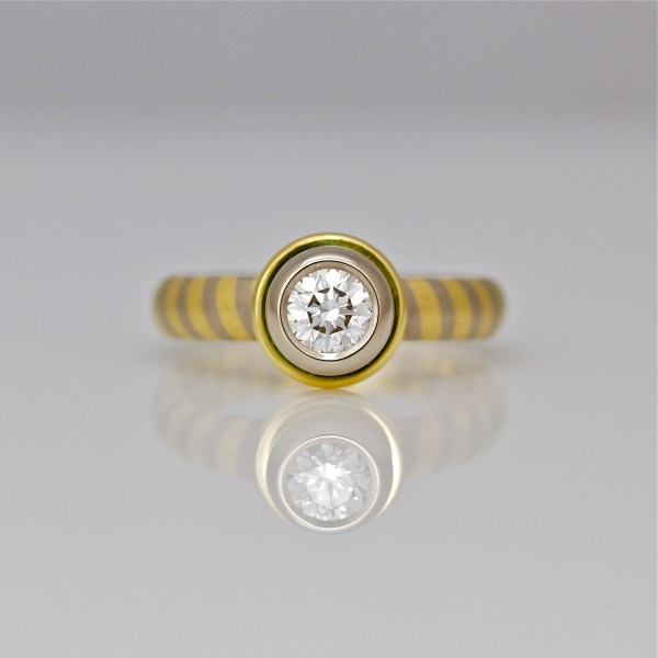 Diamond set in 18ct gold, on diagonal stripe ring 0892