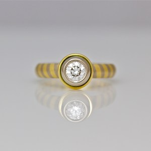 Diamond set in 18ct gold, on diagonal stripe ring 0892