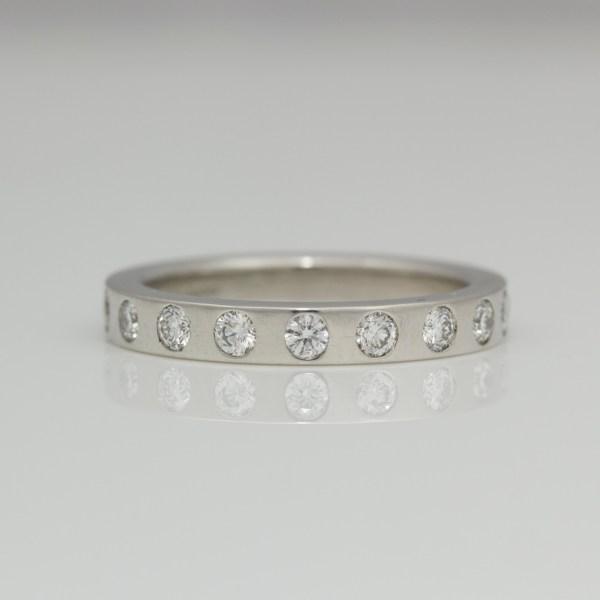 Flat profile ring with flush set diamonds 0917