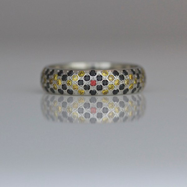 Diamonds & sapphires pave' set in 18ct yellow gold ring