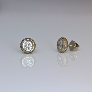 White diamonds framed with fancy cognac diamonds ear-studs