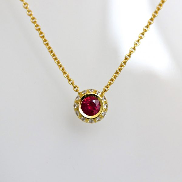 Ruby pendant with diamond set in 18ct gold