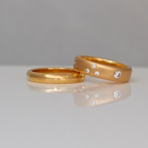 Modern 18ct rose gold rings
