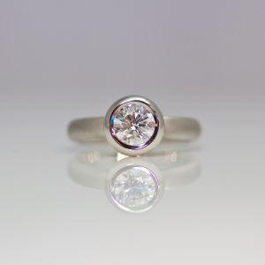 Perfect contemporary Platinum & diamond engagement ring