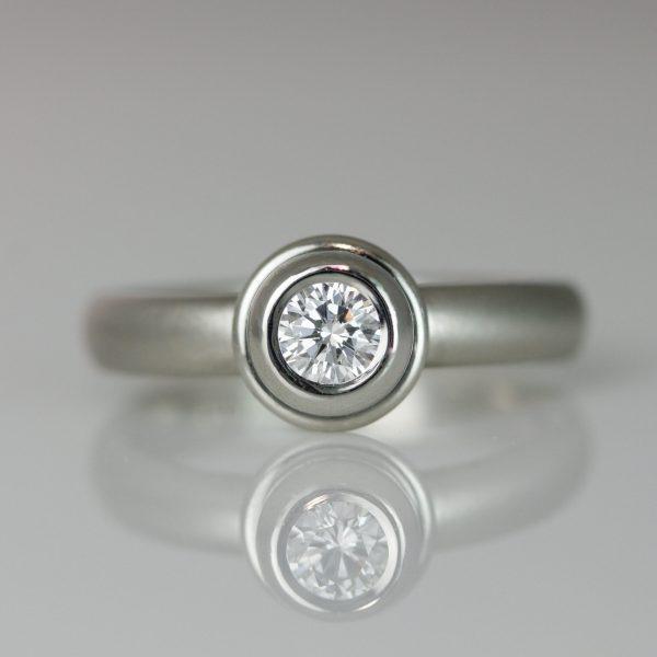 Platinum rub-over engagement ring 0534