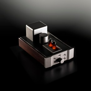 Fosgate Signature headphone amp (dark background)