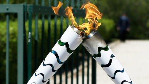 Protesters extinguish Olympic torch
