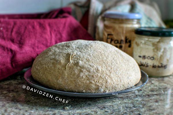 El pan listo para hacer los cortes y meter en el horno