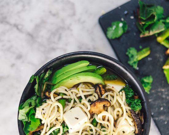 Sopa Japonesa con fideos, setas y tofu