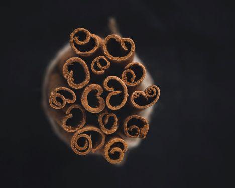 Palos de canela tipo cassia para cocinar