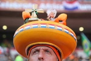 A-Holland-fan-wearing-an--002