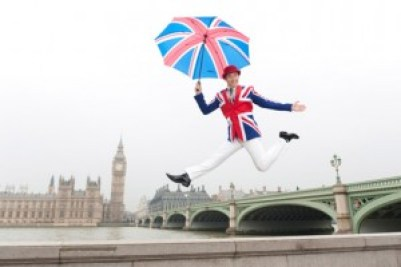 jeune anglais à Londres aux couleurs de l'union jack