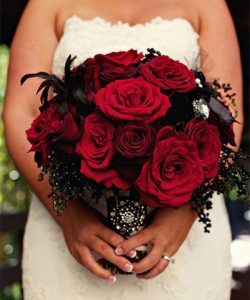 mariage rose rouge et robe blanche