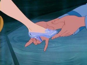 Cendrillon et sa pantoufle de verre