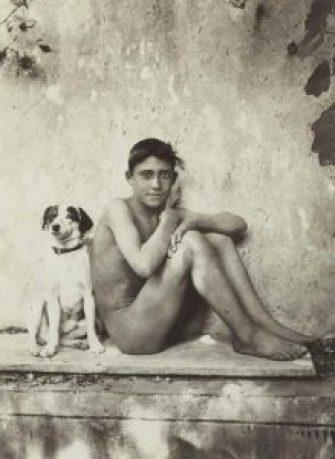 Un éphèbe et son chien
