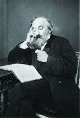 Antoine d'Abbadie et sa loupe