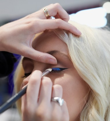 Make-up services in store