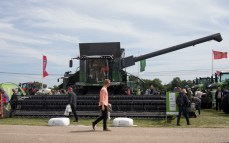 The largest combine from Fendt, weighing in at 18.4 metric tonnes.