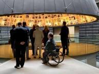 Yad Vashem, minnesplatsen för förintelsen. I det här rummet finns namnen på de många miljoner människor som mördades. Vi får aldrig glömma.