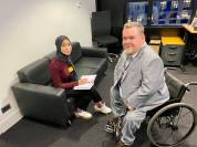 Manal Fkihi, en journaliststudent från Marocko, intervjuade mig på mitt rum.