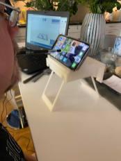 Under helgen hann jag också utveckla mitt hemmautvecklade 3D-utskrivna bord som jag använder på flygplan fär att lättare kunna jobba och läsa lite handlingar. Nu är det snart perfekt!