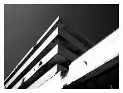 Kupari, Hotel Pelegrin, David Finci, 1963. Hotel vyhořel v roce 1992 po zásahu dělostřeleckým granátem při obléhání Dubrovniku.