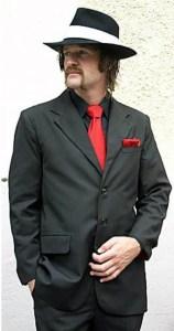 Camisa_negra_corbata_roja