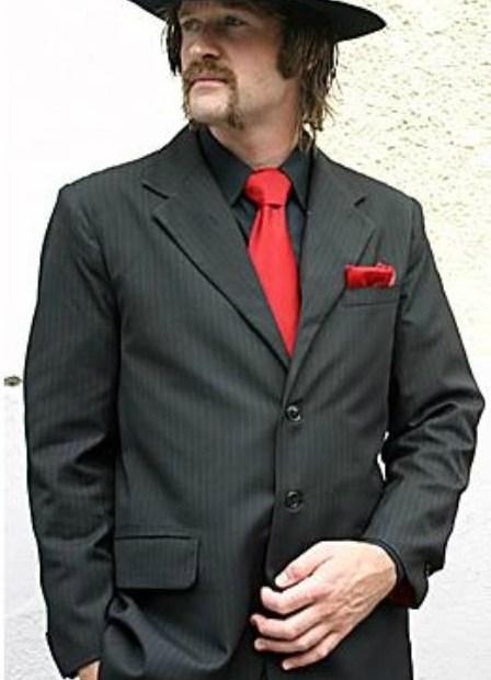 Es válido usar camisa negra y corbata roja? 6