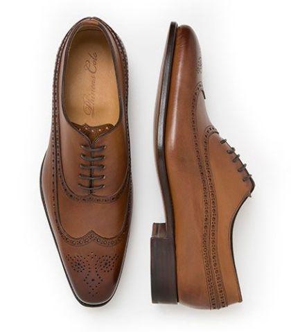 Cómo combinar un traje con zapatos cafés 14