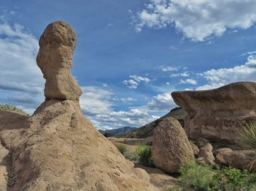 A cool-looking landscape of Hoodoos Trail