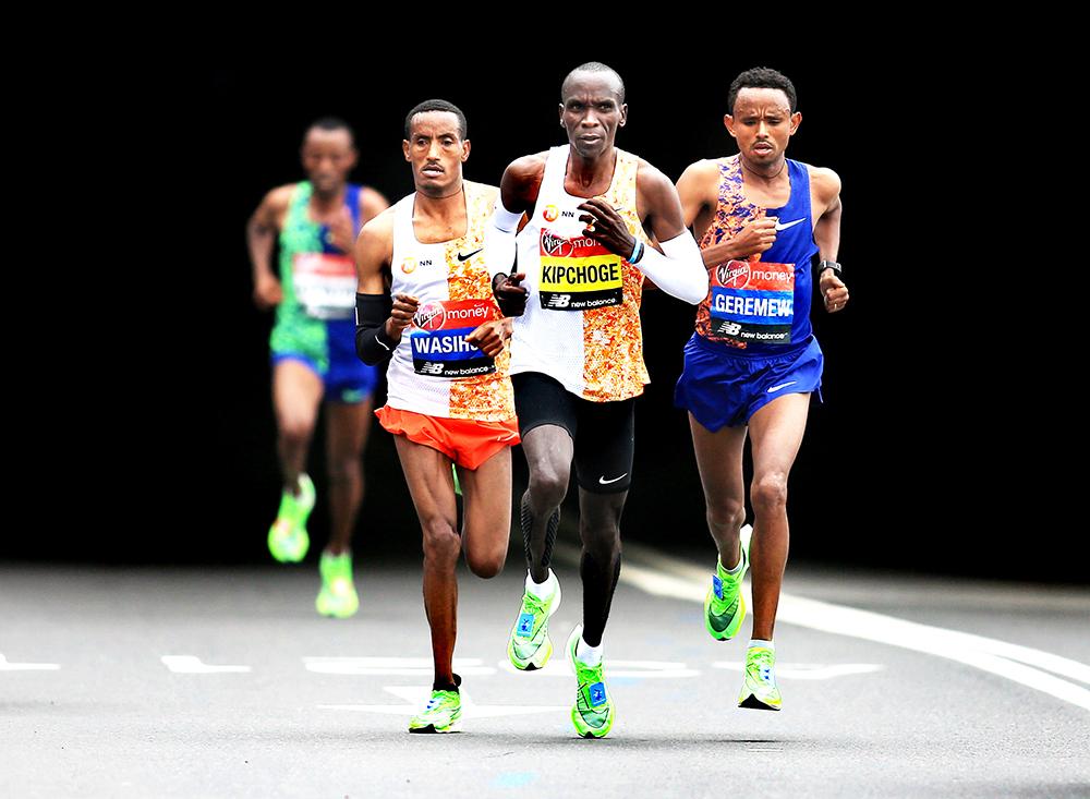 Eliud Kipchoge, Mosinet Geremew y Mule Wasihun en la maratón de Londres 2019. Mark Shearman