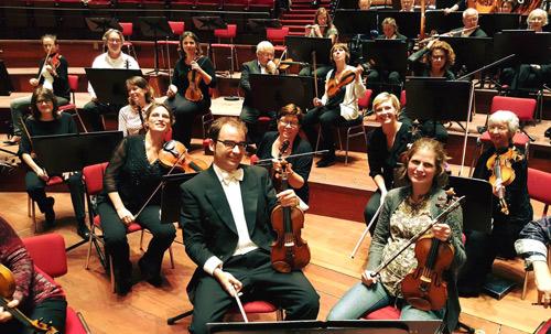 Segundos violines de la Orquesta Nacional de Holanda en Concertgebouw