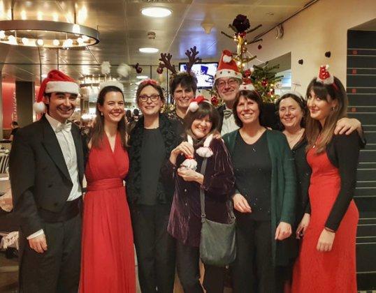 Segundos violines Orquesta Filarmónica de Holanda felicitan la Navidad 2018