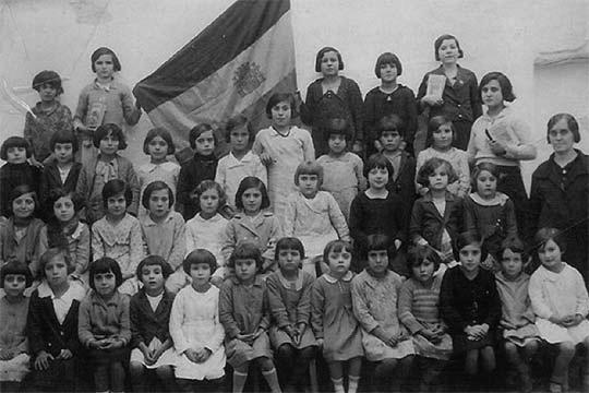 Escuela de la localidad sevillana El Saucejo (España), hacia 1931.