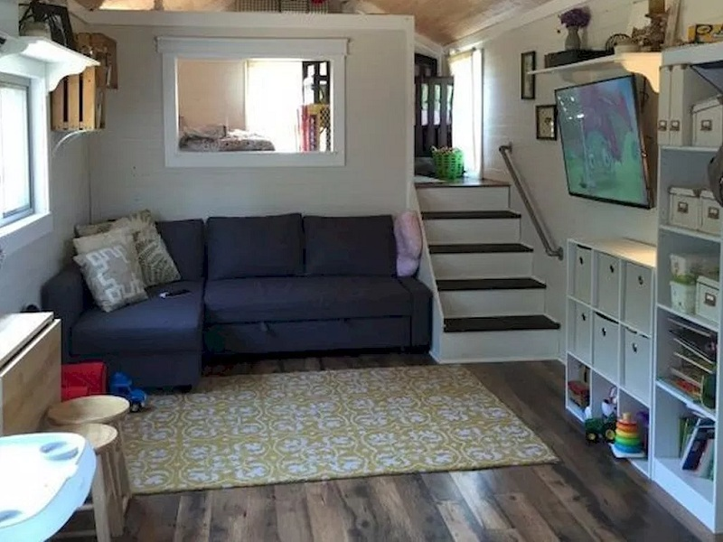 Spacious And Stylish Living Room Ideas For Tiny House - DDR