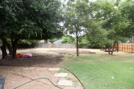 Muddy / Unleveled backyard(BEFORE)