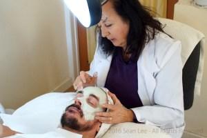 David_Shark_Fralick_with_Mariana_Chicet_Facial_Mask_Treatment_DSC01055