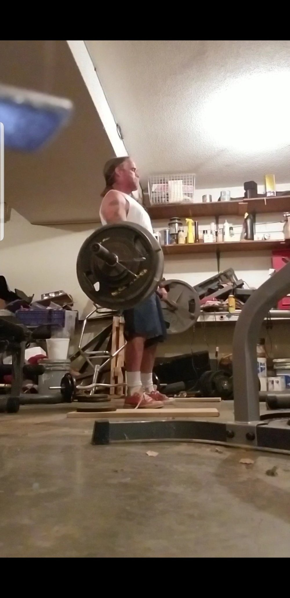 Me dead lifting
