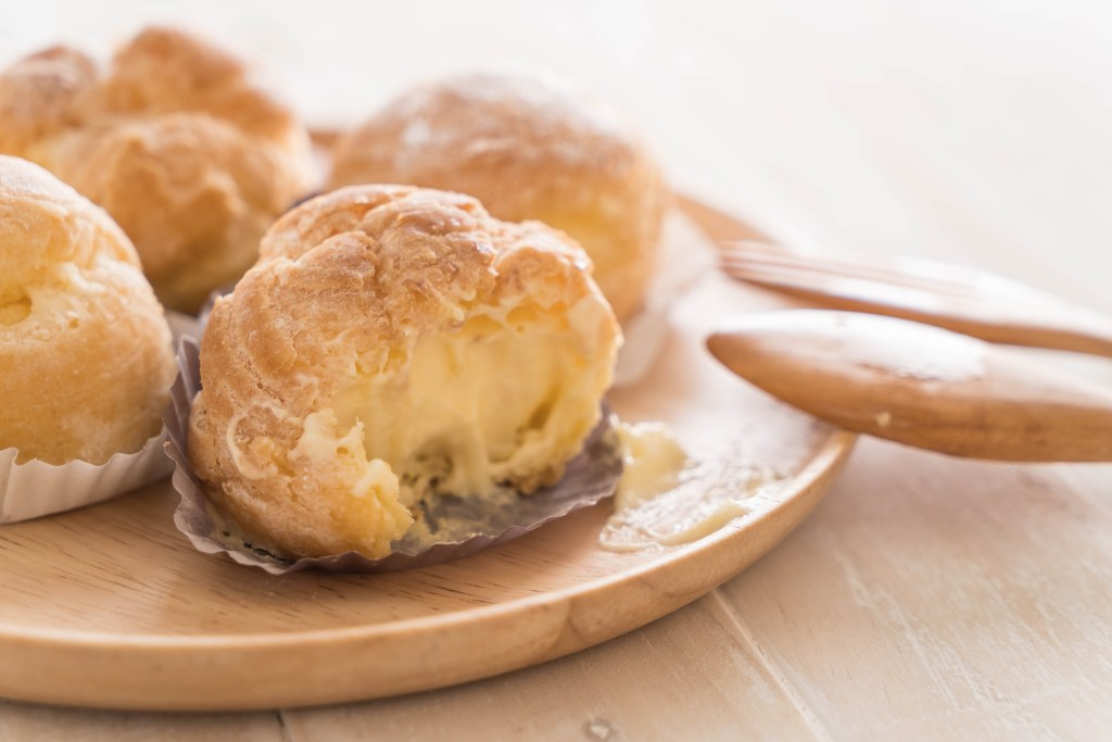 Cream puffs to represent obese men