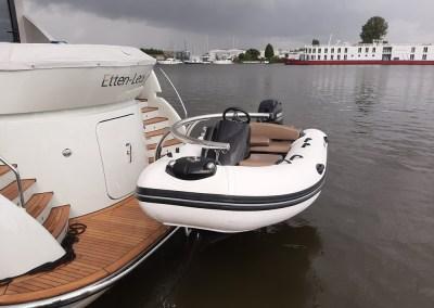 Van Den Hoven Yacht