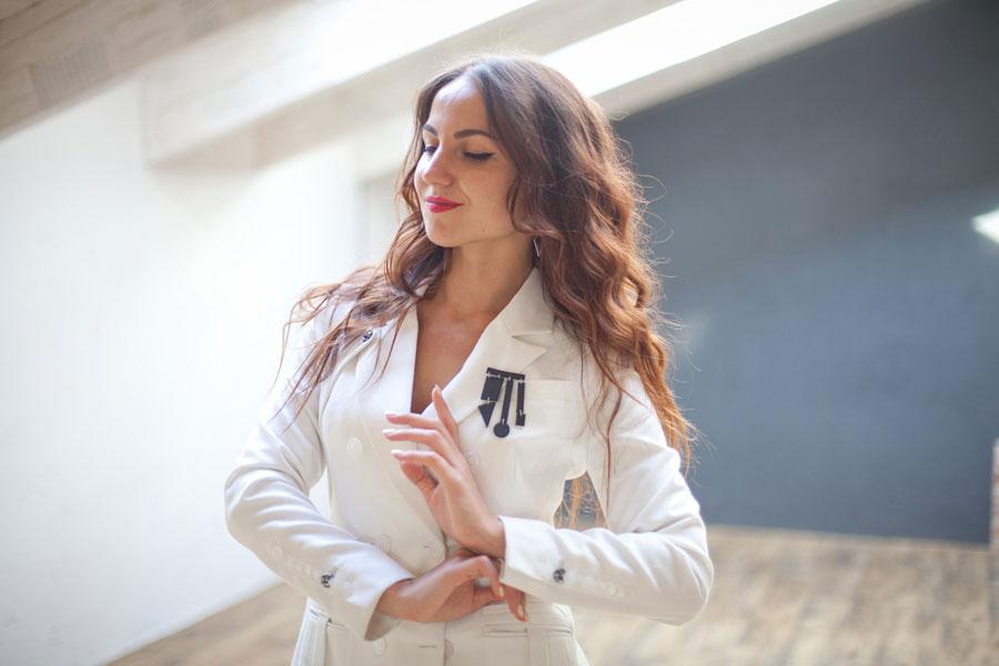 Анита Лескова - дизайнер одежды в украшениях Давлета