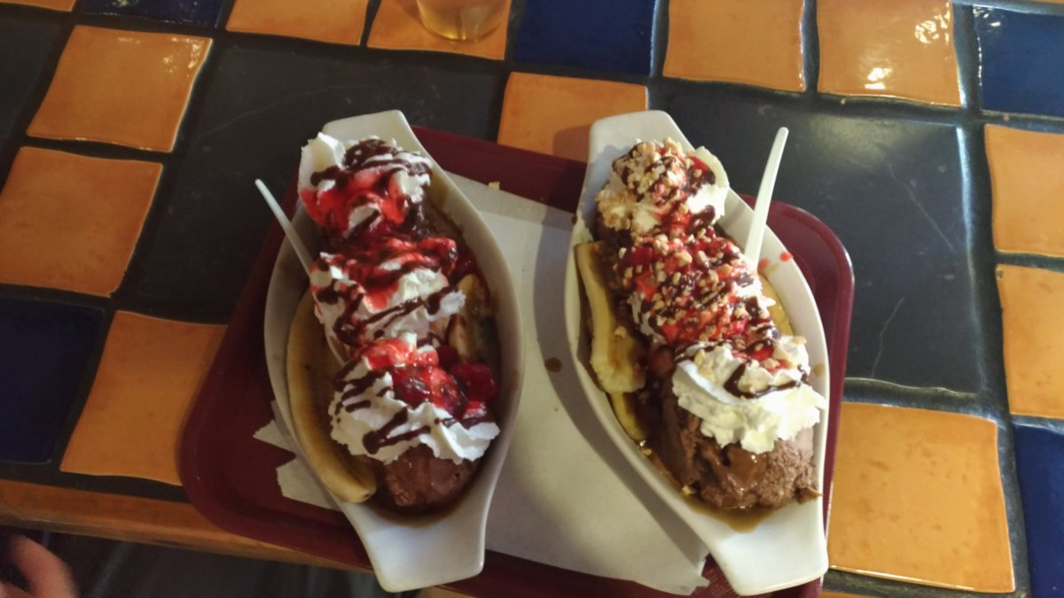 two banana splits