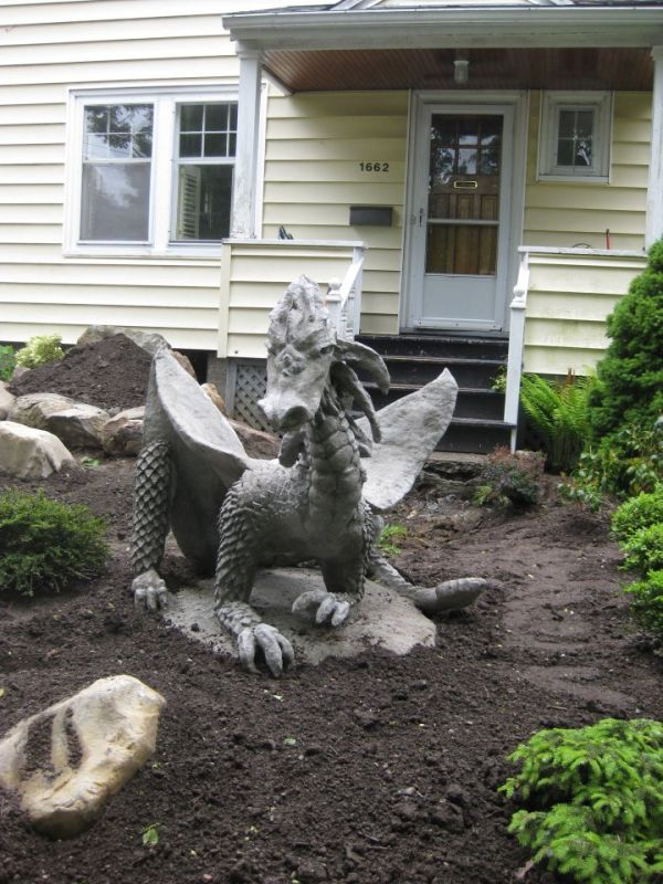 lawn-ornaments-you-find-at-that-weird-house-down-the-street-25-photos-9