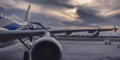 gray airliner