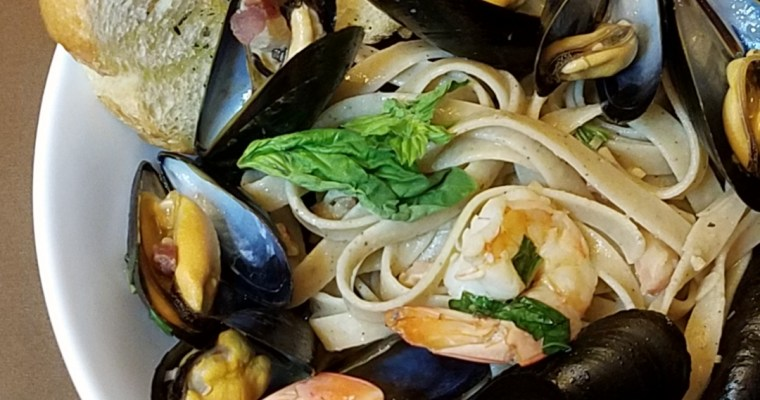 MUSSEL & SHRIMP PASTA BOWL: WINE PLUS 9