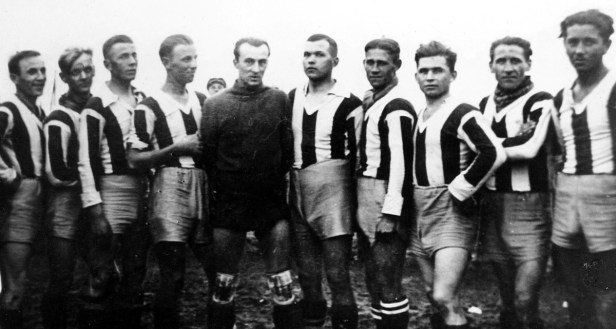 . Rok 1935. Od lewej: Czesław Pąk, Ryszard Czyżewski, Henryk Banaszek, Feliks Budzyński, Józef Moczulski, Józef Zabłotniak, Jan Bieś, Mieczysław Grodzki, Jan Białous, Wiktor Cieślak.