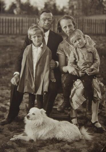 Rodzice z Ireną, Julkiem i Erosem. A ja?!